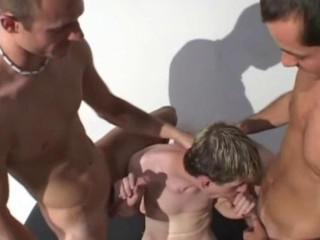 Трое Ребят Набирают Любительские Секс Втроем