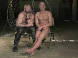 Сильные Жесткие Gay Извратить С Греческой Формы Тела В Кожаные Штаны Порку И Мучил Сильный Раб