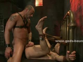 Побрился Сильные Gay Кусок В Рабстве Извратить Секс Сон С Мачо Мастер В Кожаном Одеянии
