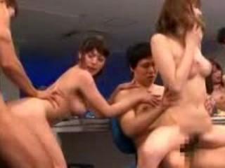 Трансвеститов Ебаный 1 Девушки В Mediacorp С Другими Парнями