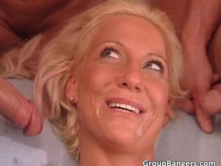 Два Пышногрудая Блондинка Шлюхи Получение Мокрые Киски И Плотно Осел Жестко Выебал В Awesome Группы