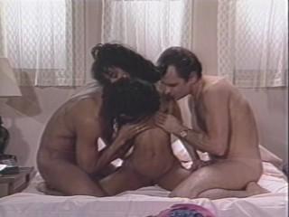 Сексуальная Красотка Получает Два Краны Чтобы Играть С