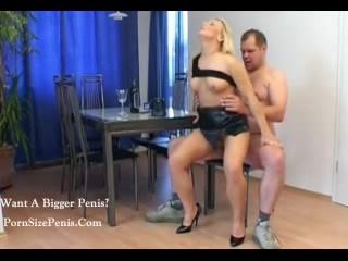 Симпатичная Блондинка Чик Получает 8......