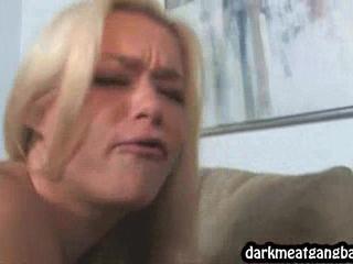 Большие Груди Блондинки Трахнут По Ebony
