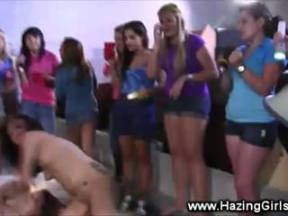Лесбиянки Подростки Получают Горячее В Склад Для Инициации