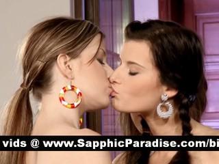 Меган И Йоана И Abigaile Лесбиянок Облизывая И Теребит Киску В Три Способа Лесбийские Оргии