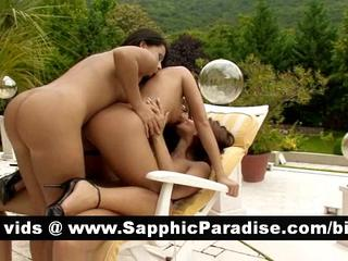 Великолепный Brunette Лесбиянок Облизывая И Теребит Киску В Три Способа Лесбийские Оргии
