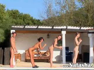 Шесть Обнаженных Девушек В Бассейне Италия