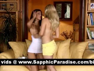 Чувственные Блондинки И Брюнетки Лесбиянки Целуя И Теребя Киску И Имеющие Секс Лесбиянок