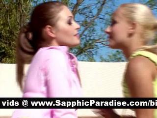 Великолепная Брюнетка И Блондинка Лесбиянки Целуются И Имеющие Секс Лесбиянок