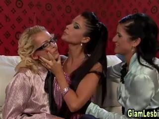 Горячие Лесбиянки Втроем Отшлепать Детка