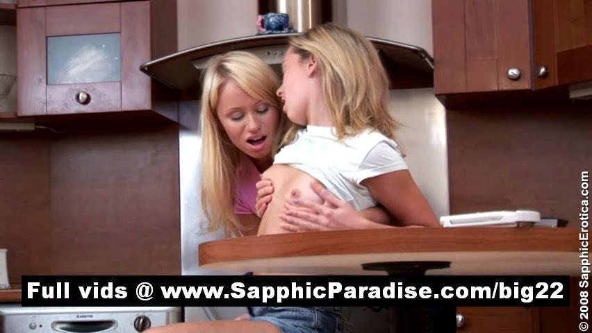 Восхитительной Блондинки Лесбиянки Целуются И Теребит Киску На Кухне И Имеющие Лесбийской Любви