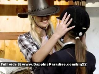 Анета И  My  От Сапфическом Эротика Лесбиянки Девочки Лесбиянки Целуются Возле Коня