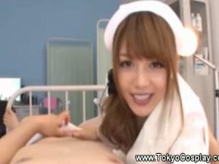 В Униформе Азии Сестра Мастурбирует Для Пациента