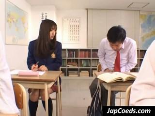 Азиатские Студентка Дает Голову Чтобы Учитель