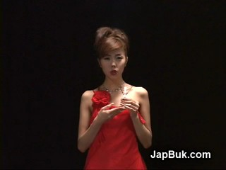Японская Девушка Собирает Бокал Спермы Во Время Попки