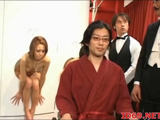 Японский AV Модель Имеет Лизал Ее Киску