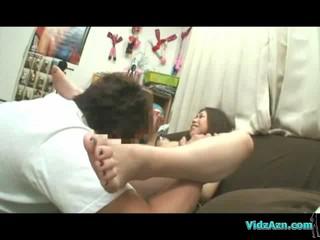 Азиатские Девушки Vacums На Том Чтобы Ее Соски Волосатые Киски Лизали Пальцами Стимулировало С Вибра