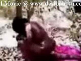 Индийский Дези Девушку Трахают В Джунгли На Двух Друзей