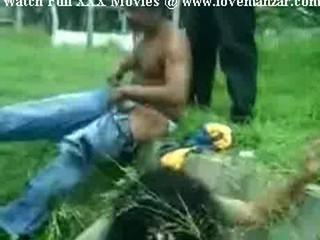 Индийский Сексуальный Нишу Пару Ебаный В Общественном Парке Открыто