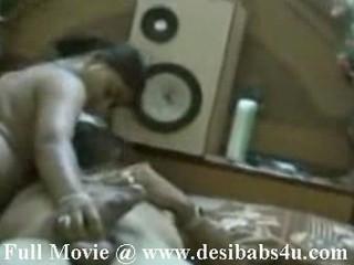 Индийский Mallu Девушка Трахает Мужа В Спальне
