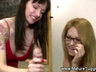 Сексуальная Блондинка Mamas Играют С Донг