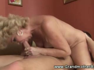 Horny Матушка Любит Сосать И Ебать