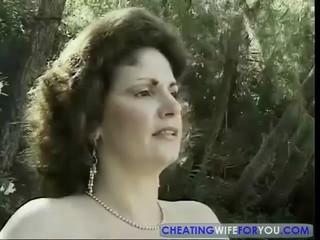 Пожилые Жена Получает Неприятные Лица