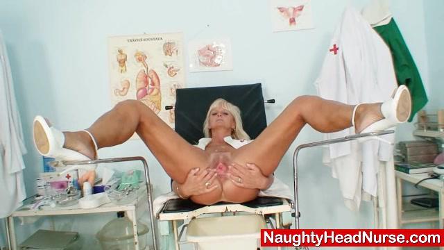 Зрелые Франтишки Киска Зияющие В Медсестра Форме В Клинике