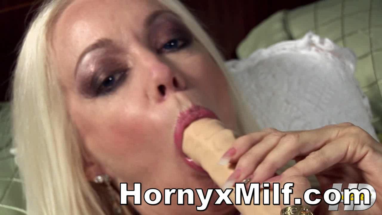 Горячая Блондинка Менструации С Гигантские Игрушки