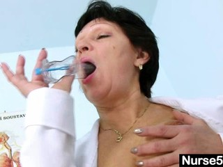Сексуальный Менструации В Медсестра Единый Растяжение Мохнатые Киски