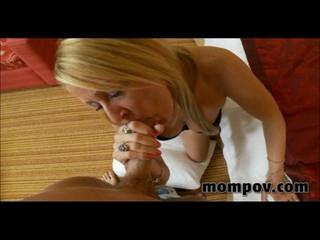 Зрелые Менструации Трахает Молодого Петуха
