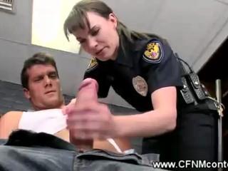 CFNM Полицейские Сосать Задержанных
