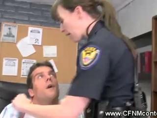 CFNM Полицейские Наказывать Двумя Dicks