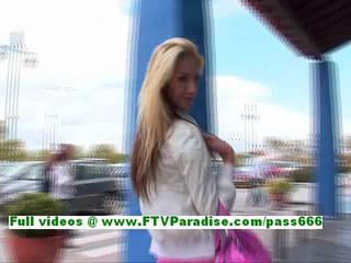 Сюзанна Изумительная Блондинка Детка Общественного Мигает Сиськи И Киску
