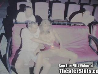 Горячая Обман Жены Банды Ударил В Общественном Сперма Крытая Порно Кинотеатр