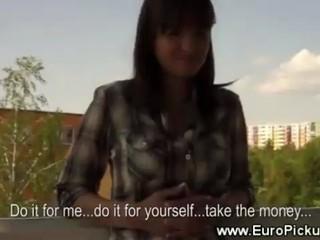 Евро Младенец Получает Ее Сиськи За Наличные