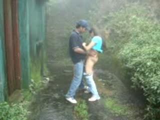 Awesome Ебут В Дождь Индийская Пара