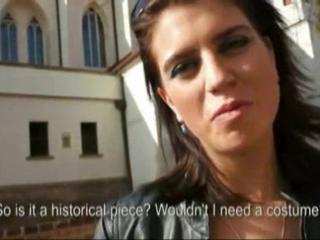 Потрясающие Brunette Девочка Сосала Член Открытый Прежде Чем Она Вписывается В Ее Киску