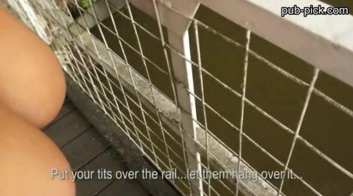 Нетерпеливый Jumbo Сиськи Евро Чик Получает Грубо Трахал На Мосту