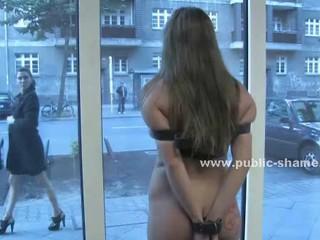 О Такой Прекрасный День В Публичный Позор Секс Под Солнцем С Шлюха Насилию Голые На Улице