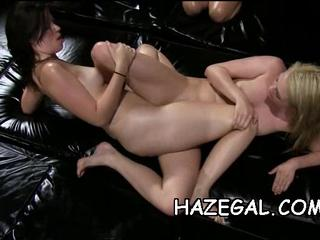 Смазанный Babes In Lesbo Весело