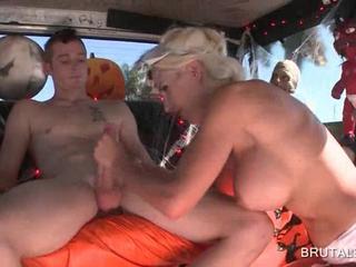 Разнузданная Блондинка Чертовски Пенис В Автобусе
