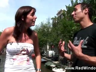 Голландский Хукер Считает Ее Следующего Клиента