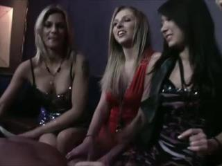 Возбужденный Голоден Cfnm Девки Партии Sucking Cock