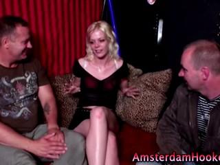 Любительские Парень Наблюдает Как Настоящий Голландский Hooker Полосы В Реальности Секс