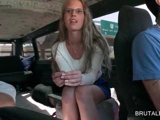 Блондинка В Очках Имеет Удовольствие В Сексе Автобус