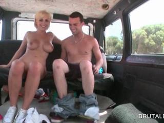 Блондинка Обольстительницы Дает BJ В Автобусе