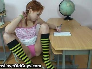Симпатичный Рыжий Подросток Показывая Ее Короткие Юбки Чтобы Ее Похотливого Старого Самца Учитель По