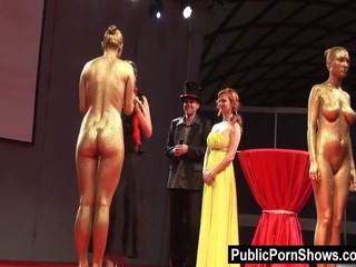 Сексуальные Девушки Позировать Обнаженной В Стрип-Шоу